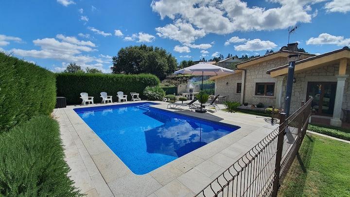 Casa independiente con jardín y piscina