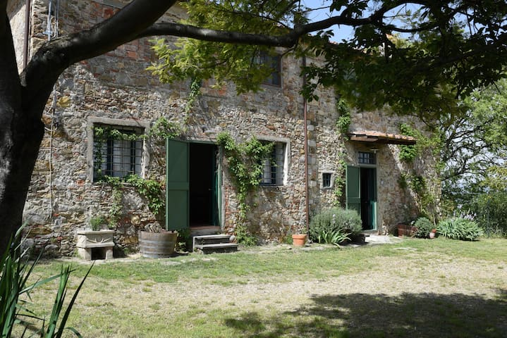 Hystorical Farmhouse on the hills of Florence