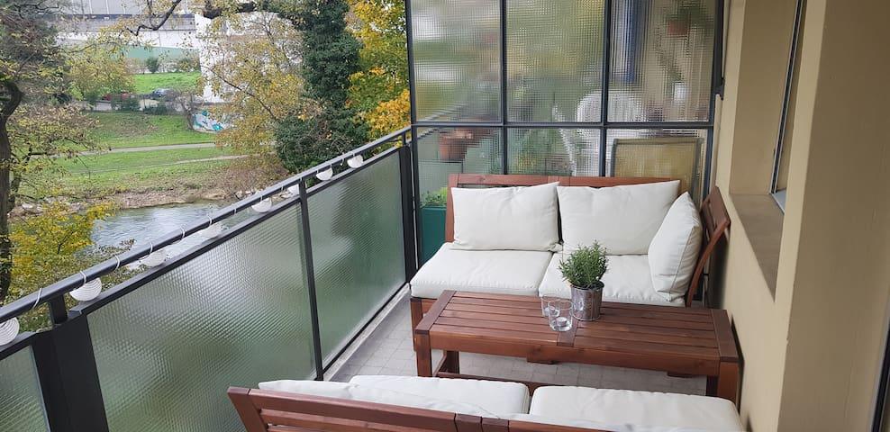 Möblierte 2-Zimmer-Wohnung mit Blick auf die Birs