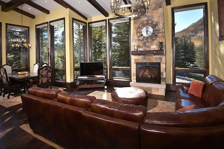 Impeccably Remodeled Platinum Rated 5-Bedroom Town Home – Spectacular Views of Slopes