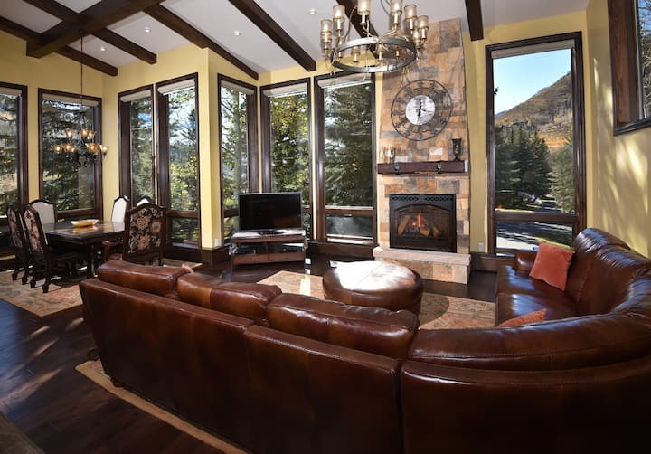 Impeccable Platinum Rated 5-Bedroom Home Private Hot Tub, Amazing Views