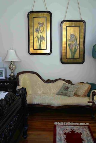 Victorian fainting sofa