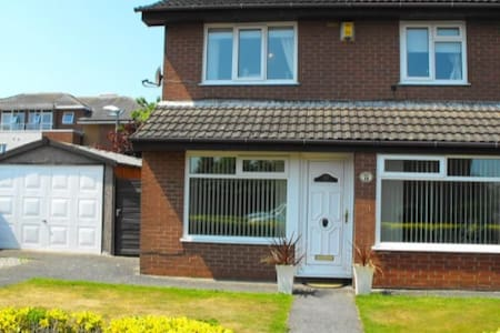 3 bed modern detached home with free WIFI - Lytham Saint Annes
