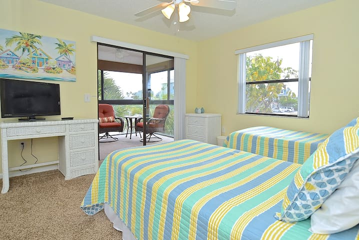 Twin bedded room with additional seating area in the lanai