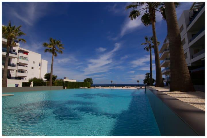 Apart. de lujo, piscina, terraza/balcon, 1 linia