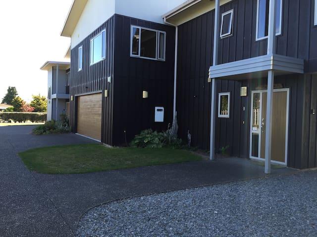 Awatea - Spacious Trendy Home