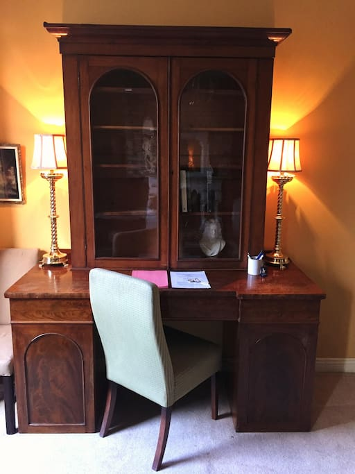 Writing desk and music