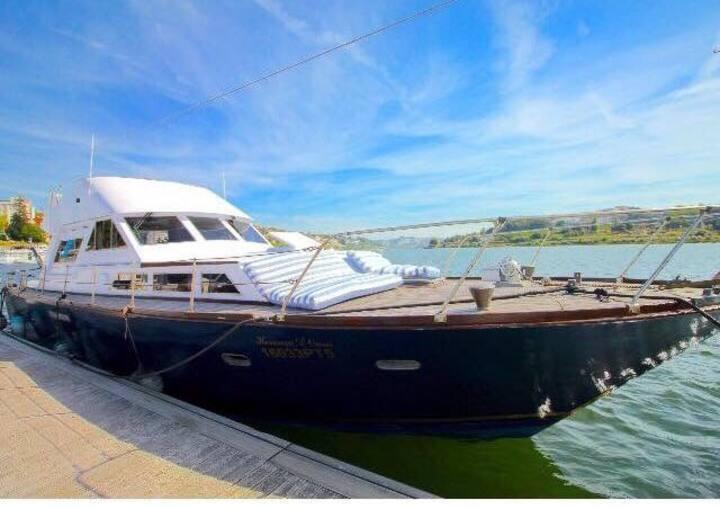 Heranca d' Ouro-Vintage Boat...Porto