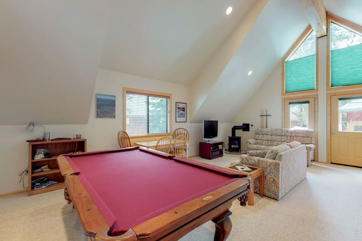 Efficient studio w/shared pool & tennis, on-site golf - near lake