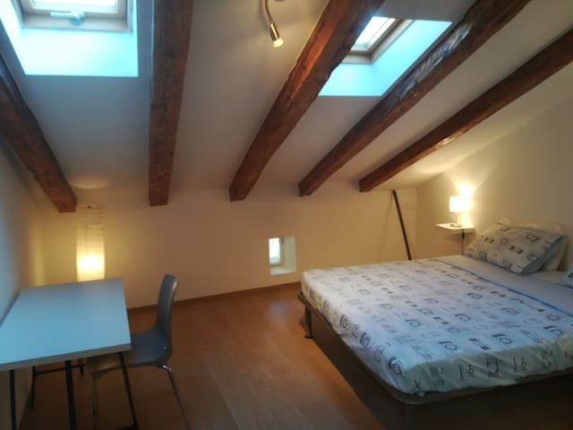 spacious Attic downtown at the Park