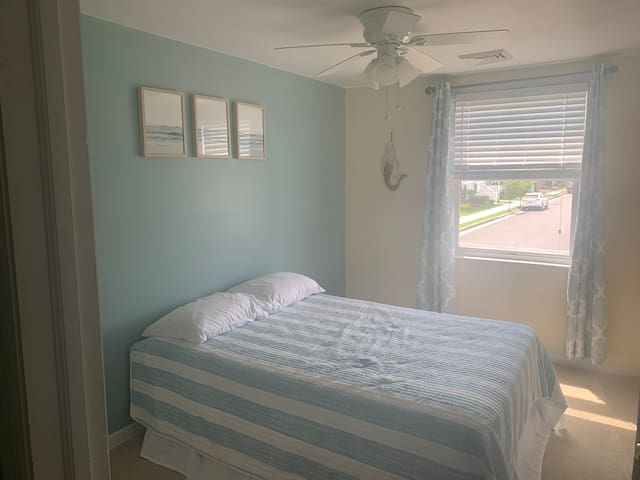 3rd bedroom with full size bed