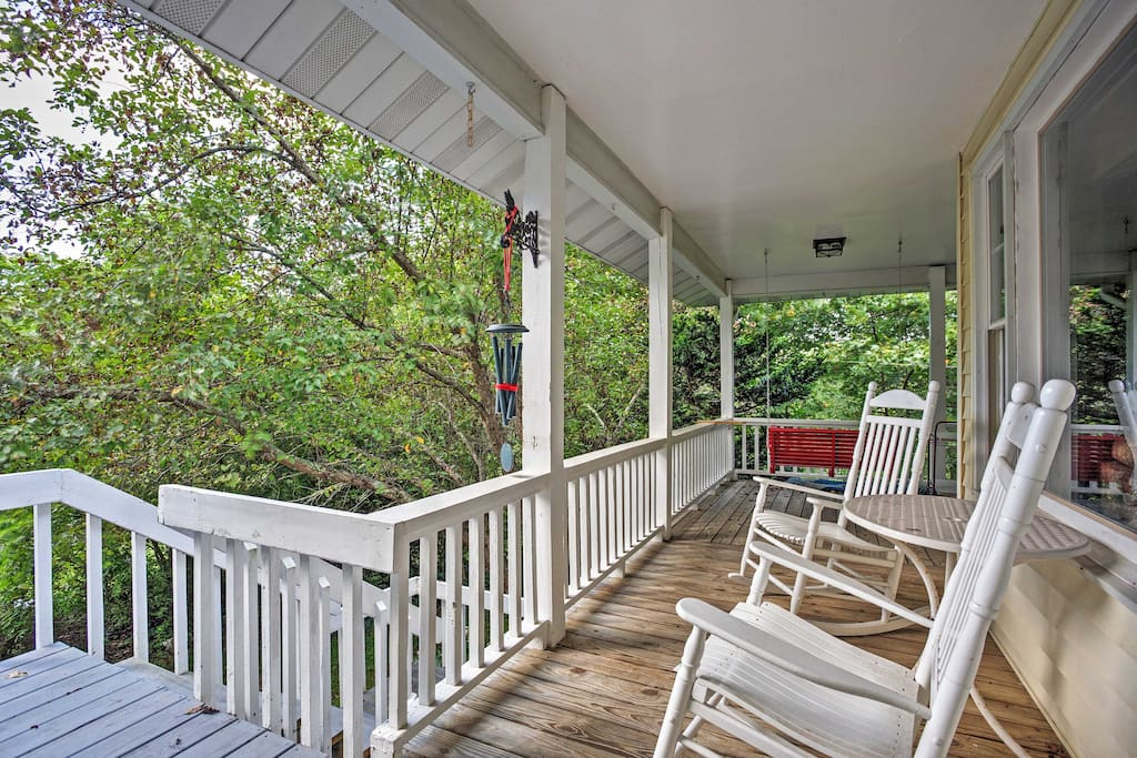 This home sleeps up to 6 guests and features relaxing wraparound porches.