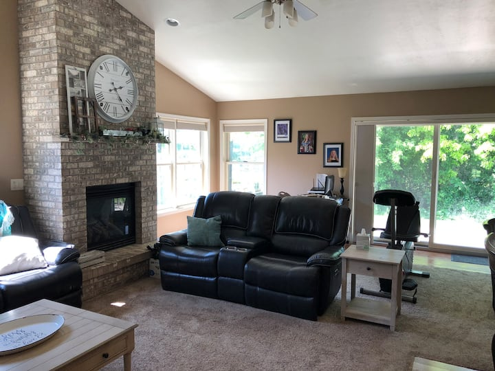 4 Bed/3 Bath Steps from EAA
