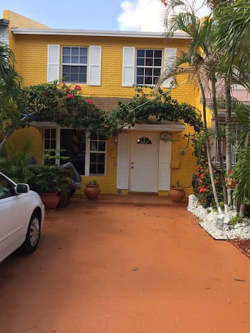 Cozy room in beautiful townhouse - Hialeah - Complexo de Casas