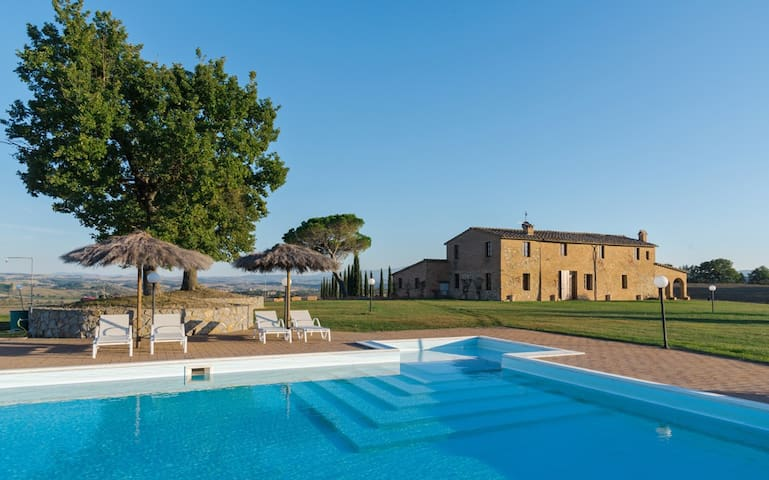 Villa al Tramonto -Villa with pool in Val d''Orcia