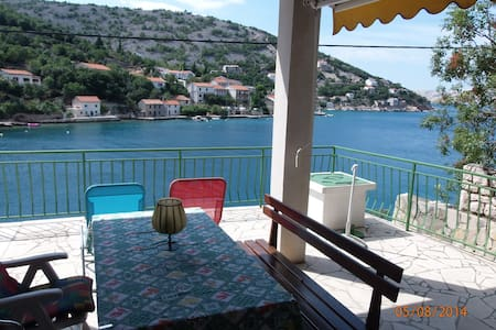 Holiday house 10m from the sea - Donja Klada