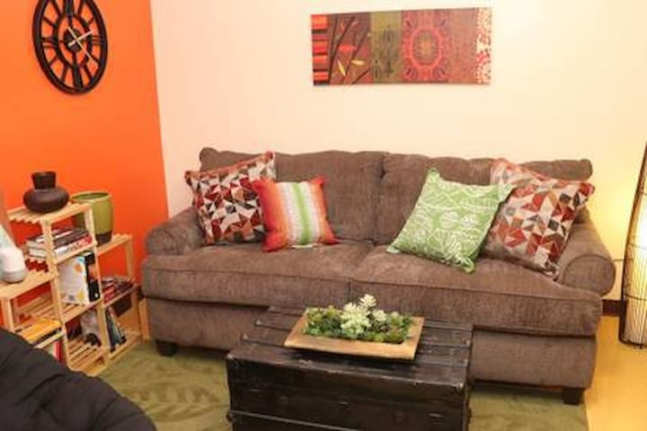6 Beds | Downtown Apt | Very Quick Walk Everywhere