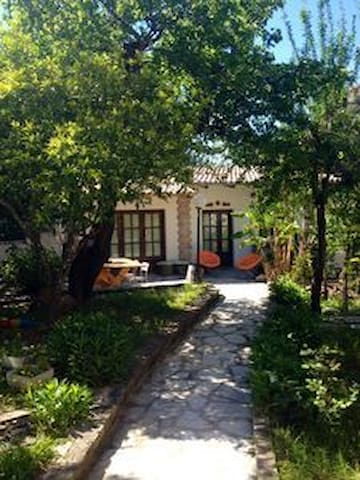 Cottage House in Evi's garden ΑΜΑ10447