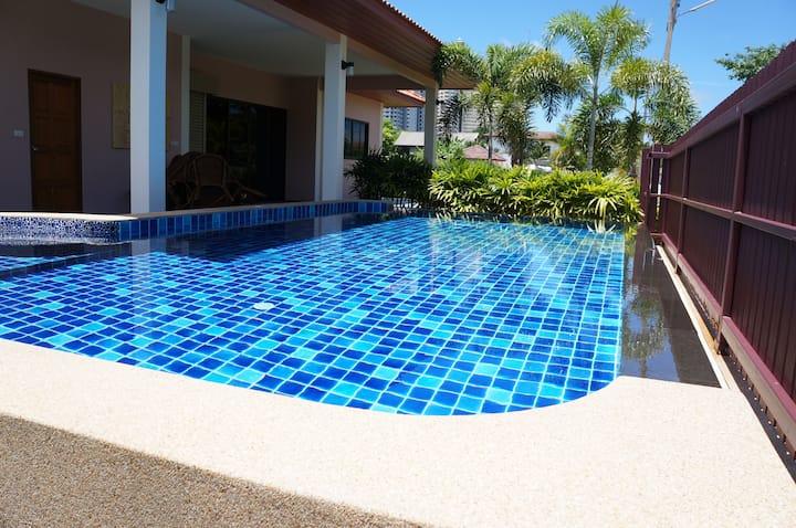 Tropicana Villa 2BR & amazing pool