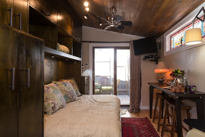 Cozy Tiny House in Clarksville ATX - Austin