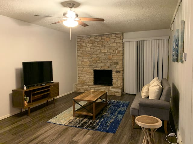 Private Room w/ Queen Bed near Downtown ATX