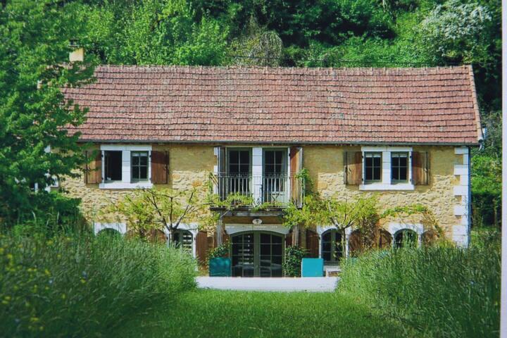 Exquisite Dordogne riverside villa, Tremolat