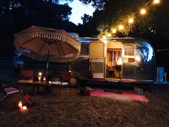 Airstream Glamping on 7 acres amongst the oaks