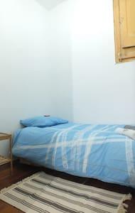Habitación muy pequeña excelente ubicación! - Barcelone