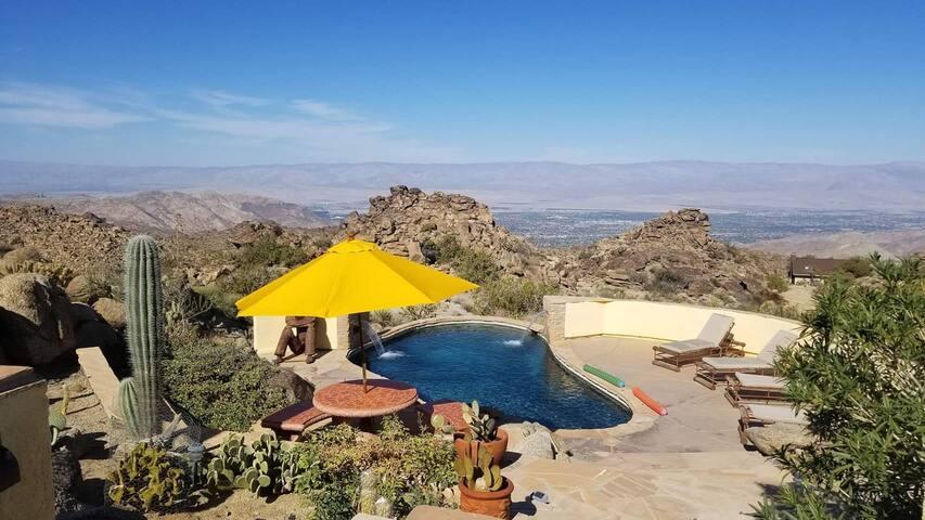 Viva Las Rocas! Private Palm Desert Estate