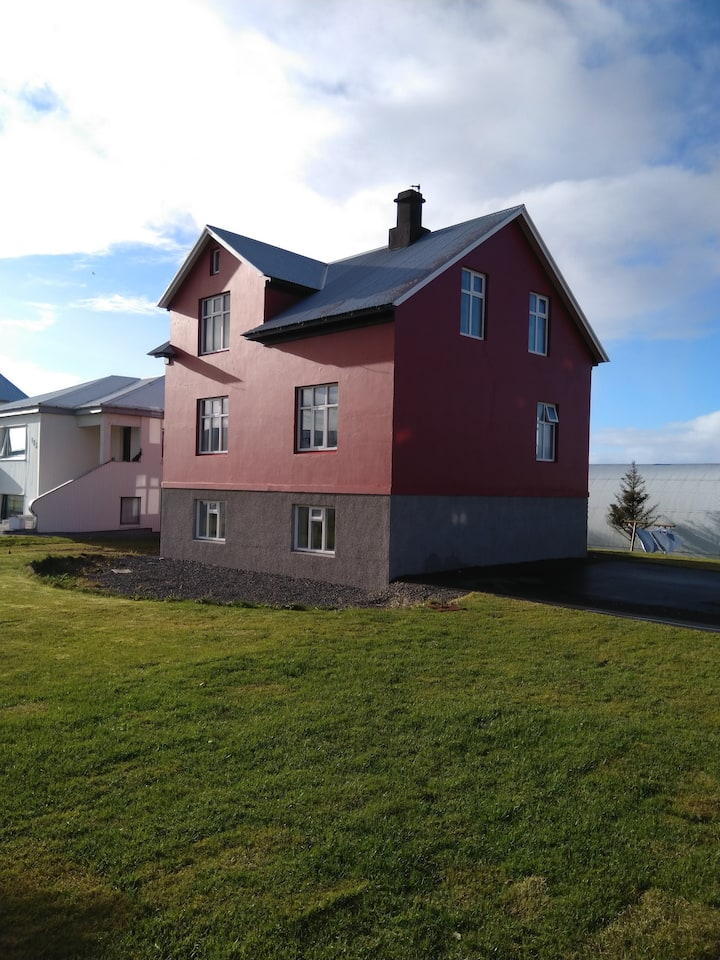 2 charming rooms located 42 KM from Reykjavík.