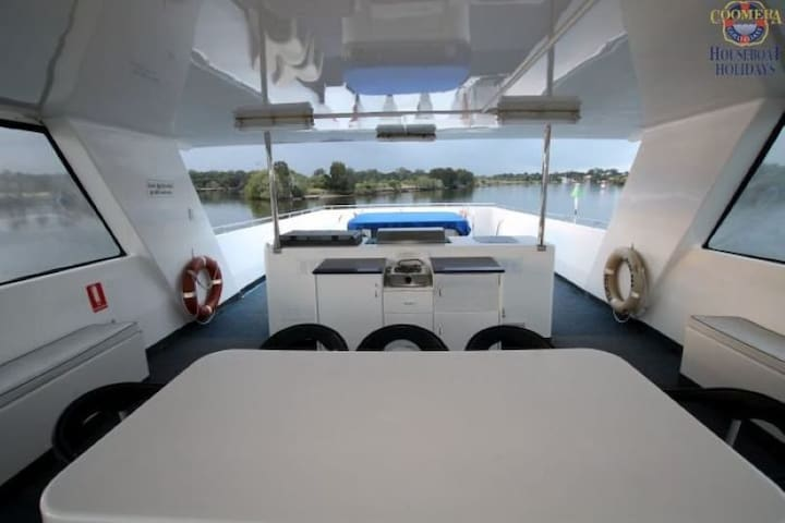 Blue Sky - Luxury Gold Coast accommodation on the water