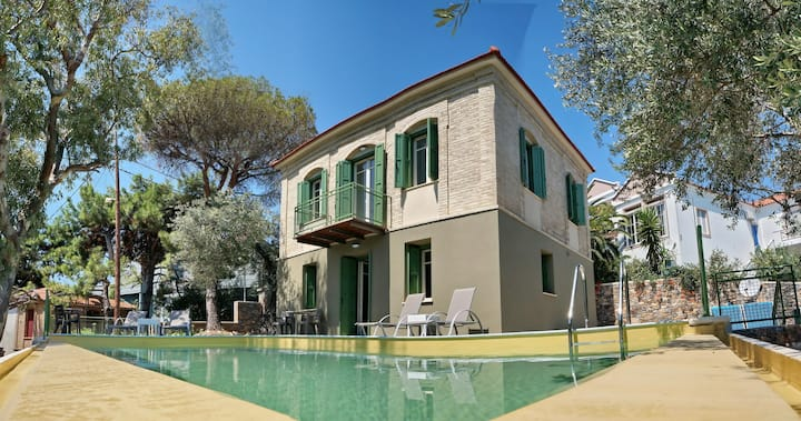 Ouzo Traditional Villa with privatepool & parking