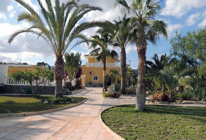 SPACIEUSE VILLA AVEC PISCINE  8 PERSONNES 5 CH - Alicante - Rumah