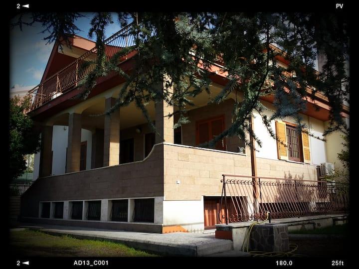 Stanza in Villa degli Oleandri