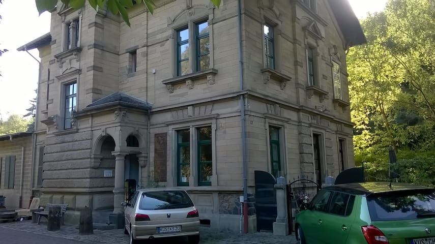 Helle Unterkunft in altem Bahnhof mit eigenem Bad - Lauterecken - Leilighet