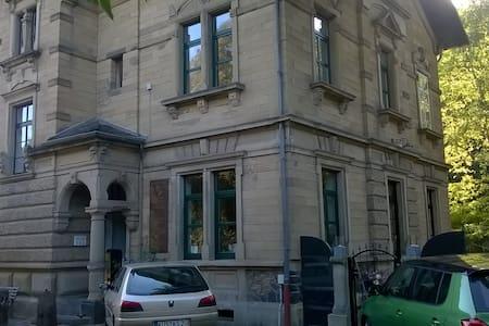 Helle Unterkunft in altem Bahnhof mit eigenem Bad - Lauterecken - Apartmen