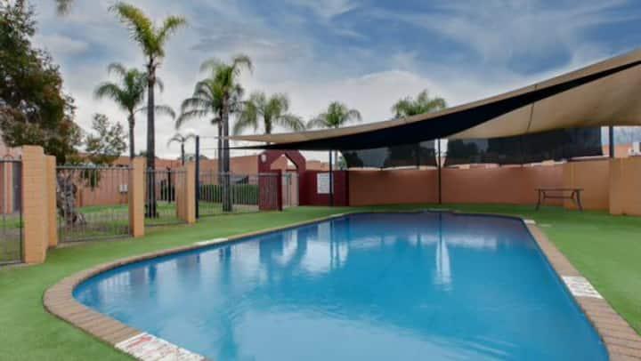 Perth Apartment w/Pool&Gym (city/airport/stadium)