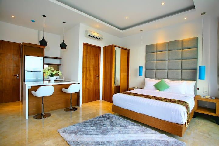 One Bedroom Studio With Kitchen