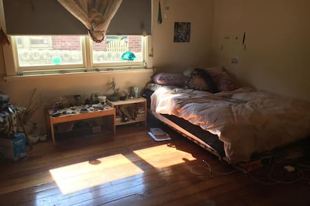 Spacious room in cosy share house - Preston - Haus
