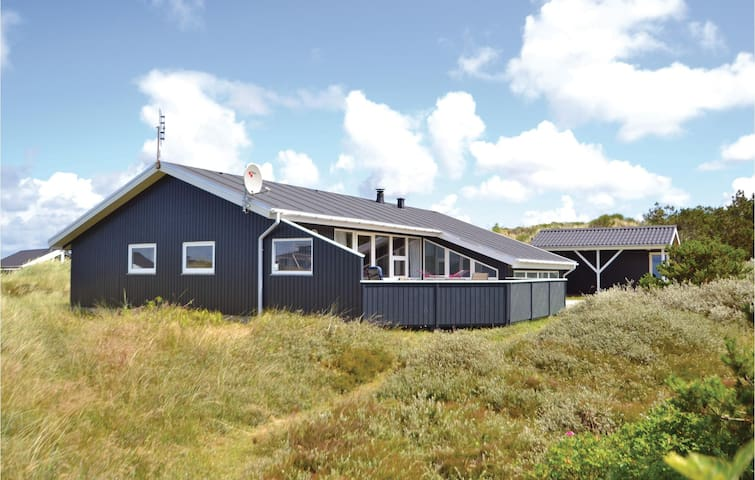 Holiday cottage with 4 bedrooms on 120m² in Hvide Sande