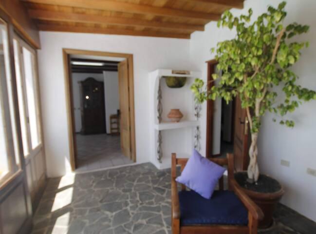 Casa Playa Quemada en primera linea de mar de dos dormitorios y piscina privada