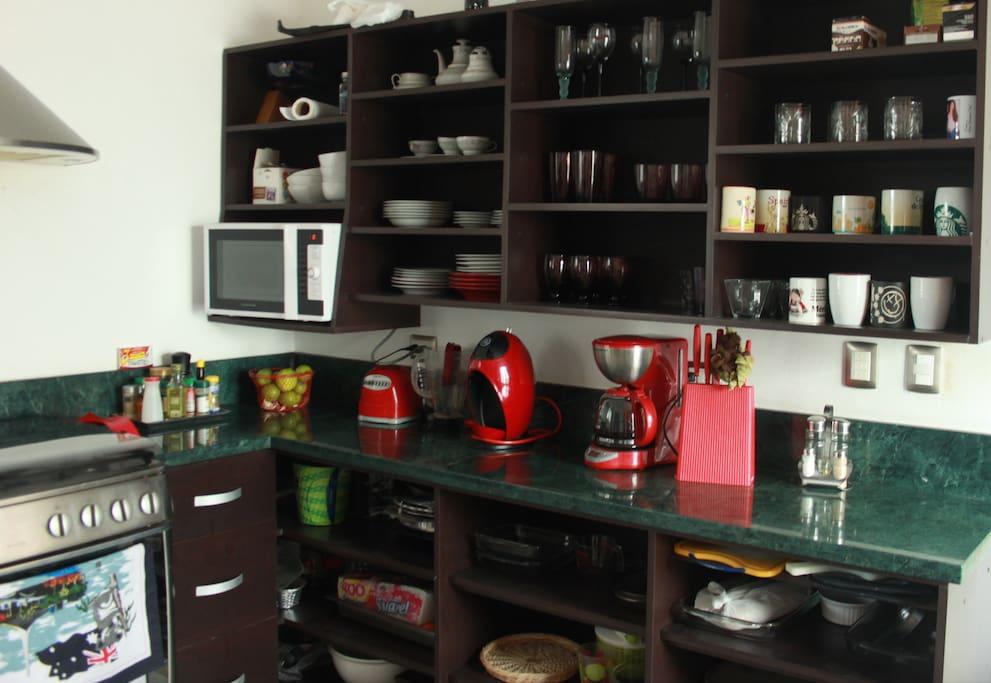 Fully equipped kitchen / Cocina completamente equipada
