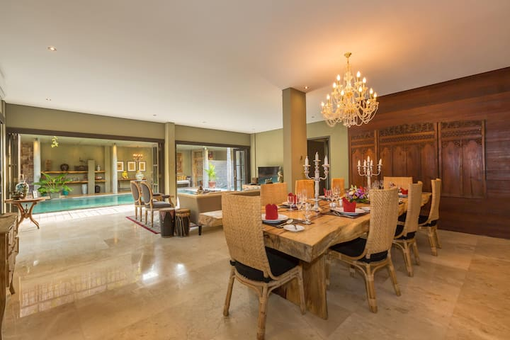 The main dining area with pool view
