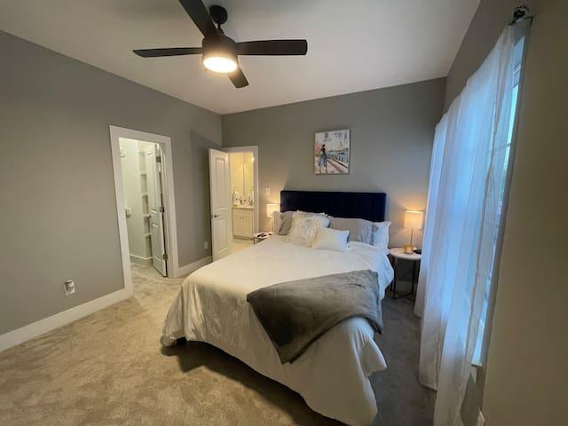 Private bedroom with en-suite bath