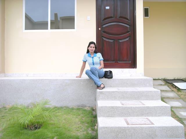 Casa en Manta-Ecuador cerca al centro de la ciudad - Manta - House