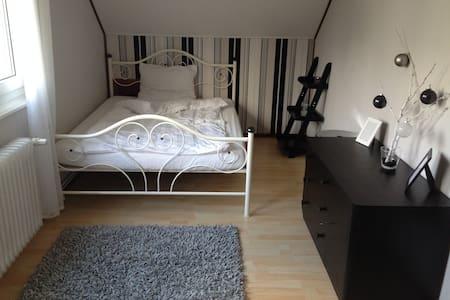 freundliche Dachgeschoss Wohnung in schöner Lage - Niedernhausen