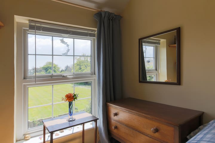 Welcoming single room, cosy cottage
