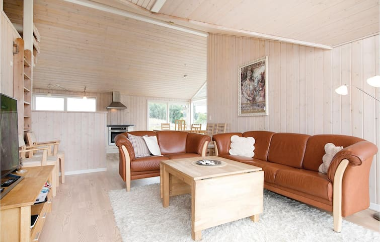 Holiday cottage with 3 bedrooms on 90m² in Storvorde