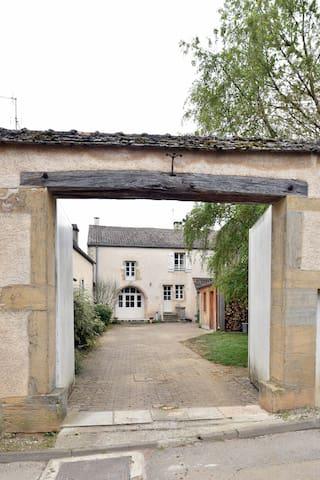 le porche côté rue