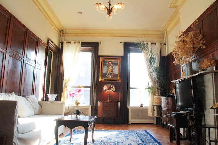 Victorian Brownstone PRIVATE 1BR apt 15 min to NYC